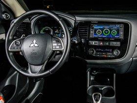 Ver foto 33 de Mitsubishi Outlander PHEV 2013
