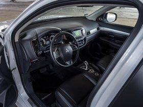Ver foto 32 de Mitsubishi Outlander PHEV 2013