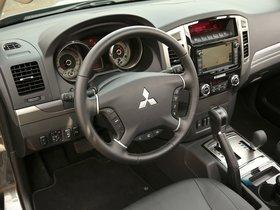 Ver foto 28 de Mitsubishi Pajero 5 puertas 2014