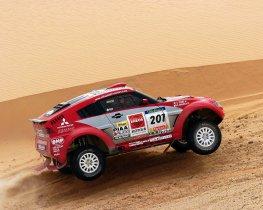 Ver foto 3 de Mitsubishi Pajero Dakar 2004
