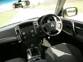 Ver foto 9 de Mitsubishi Shogun UK Police 2008