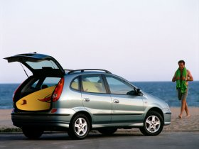 Ver foto 12 de Nissan Almera Tino 2000