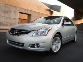 Fotos de Nissan Altima Sedan 2010