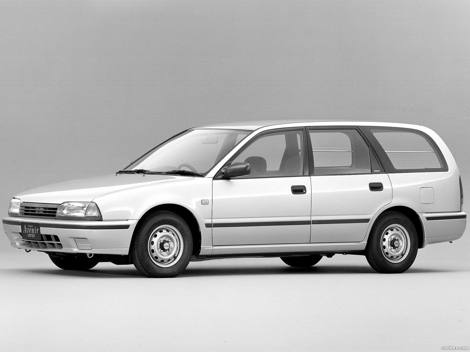 Foto 0 de Nissan Avenir Cargo W10 1990