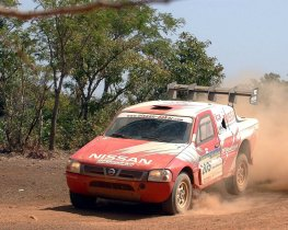 Ver foto 3 de Nissan Pick Up Dakar 2004