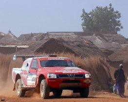 Fotos de Nissan Pick Up Dakar 2004