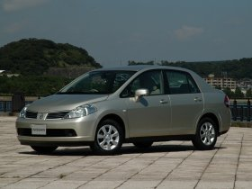 Ver foto 2 de Nissan Tiida 2004