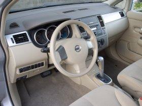 Ver foto 13 de Nissan Versa Hatchback 2007