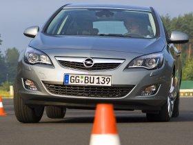 Ver foto 18 de Opel Astra 2009
