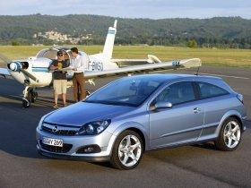 Ver foto 21 de Opel Astra H GTC 2005