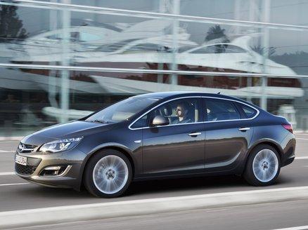 Opel Astra Sedán 1.6 Selective 115