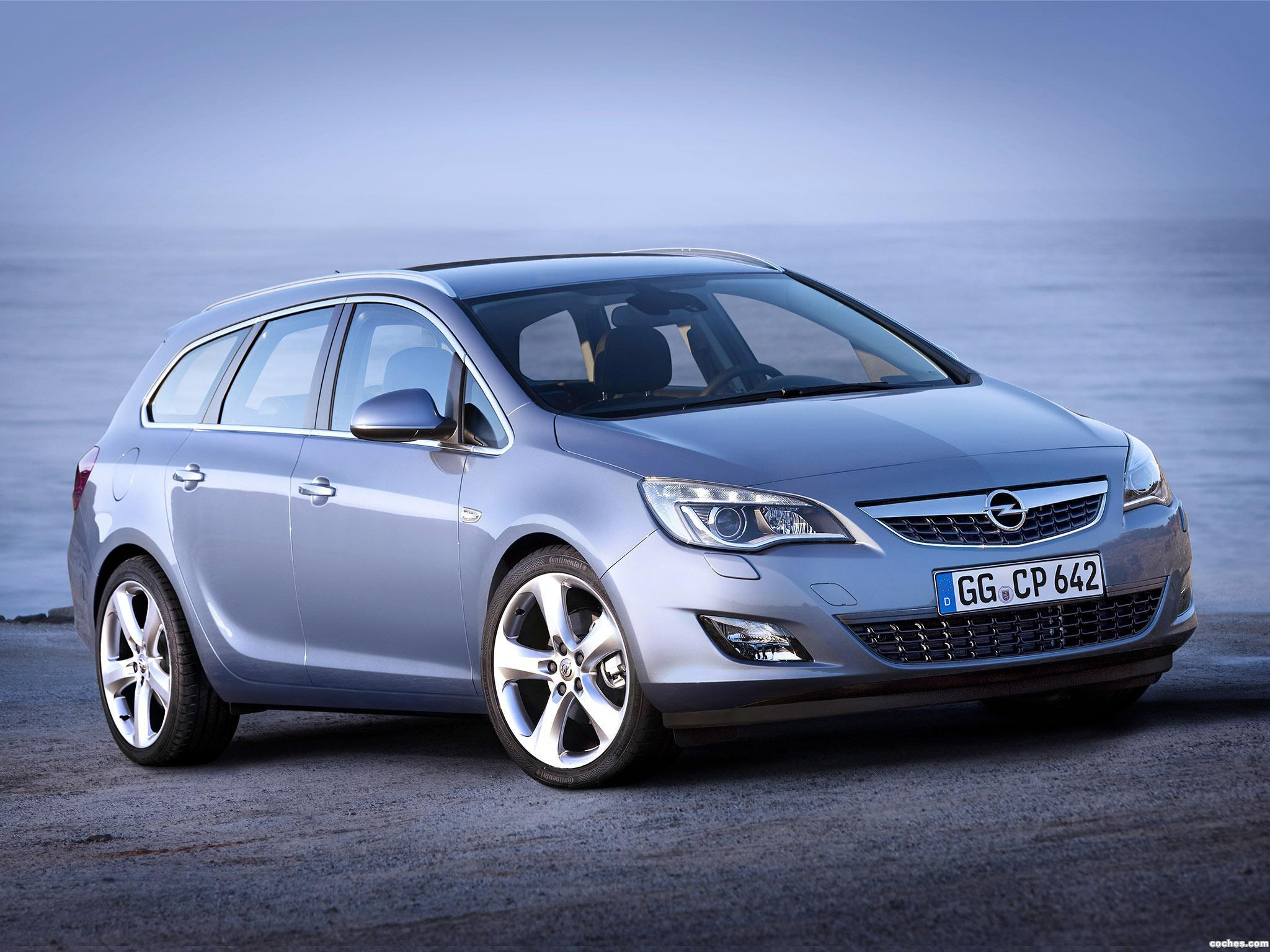 Foto 0 de Opel Astra Sports Tourer 2010