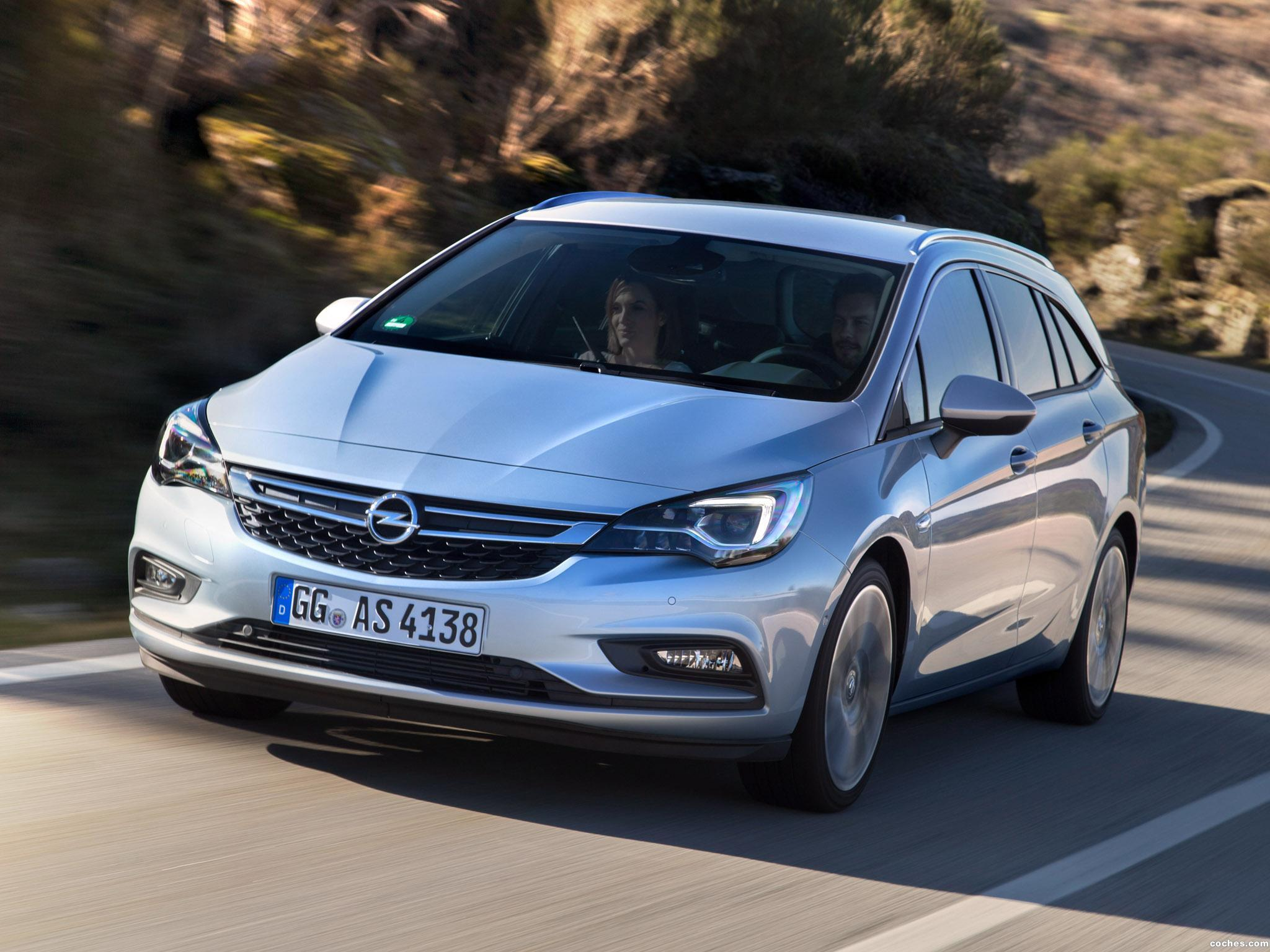 Foto 4 de Opel Astra Sports Tourer Biturbo 2016