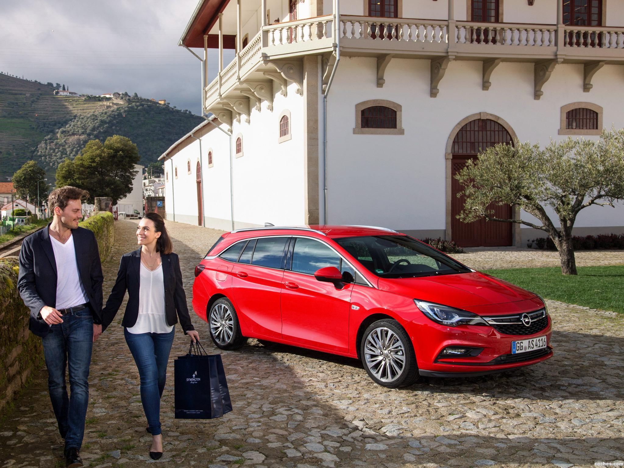 Foto 1 de Opel Astra Sports Tourer Biturbo 2016