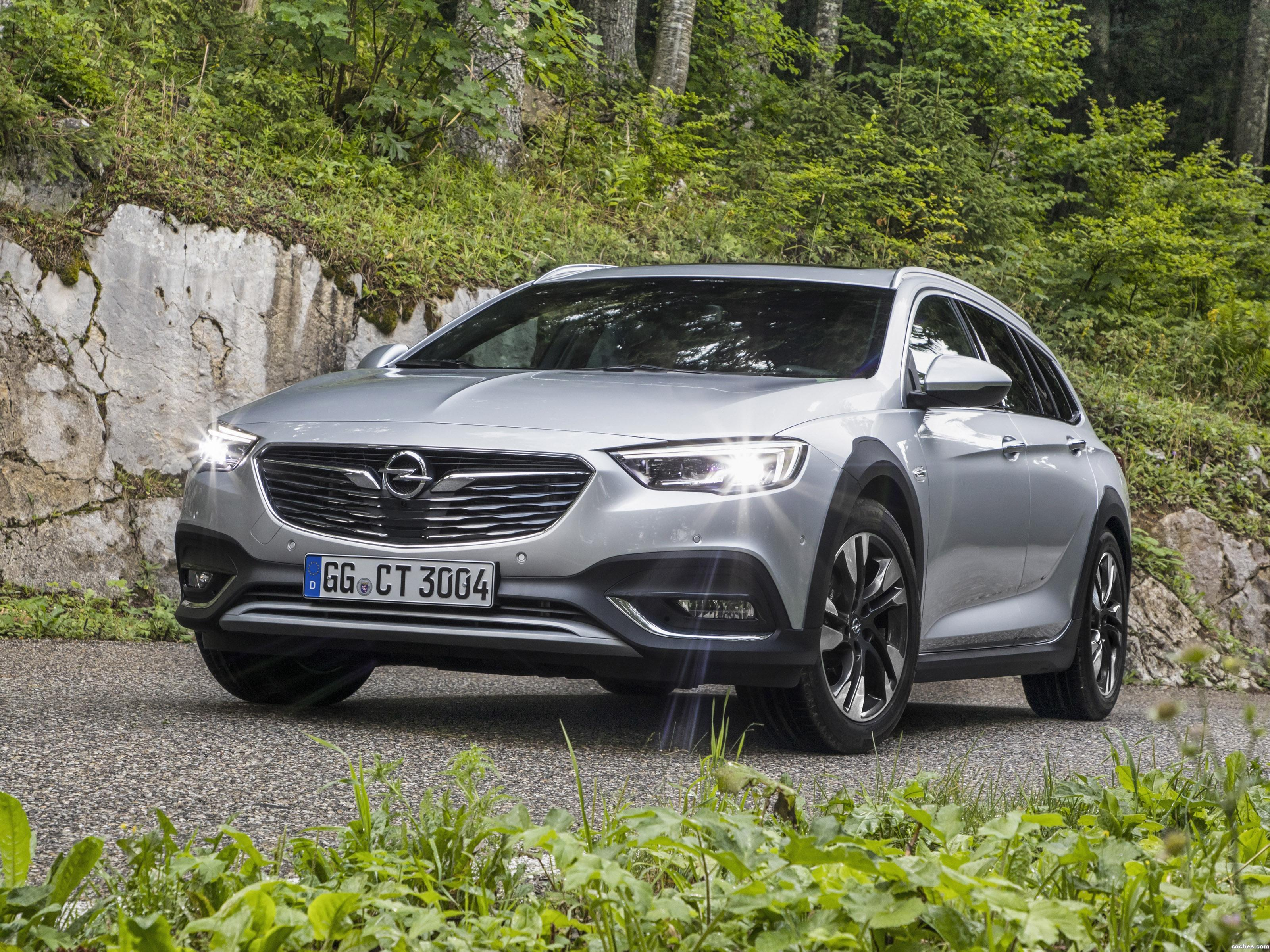 Foto 2 de Opel Insignia Country Tourer Turbo 4x4 2017