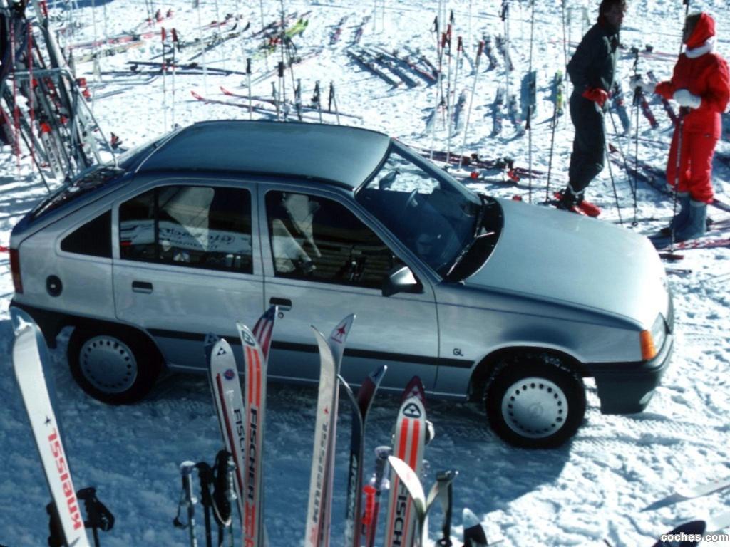 Foto 2 de Opel Kadett E 5 puertas  1984