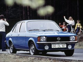 Ver foto 1 de Opel Kadett C 4 puertas Sedan 1977
