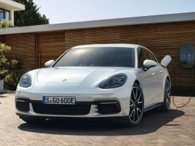 Ver foto 1 de Porsche Panamera Sport Turismo 4 E-Hybrid 2017