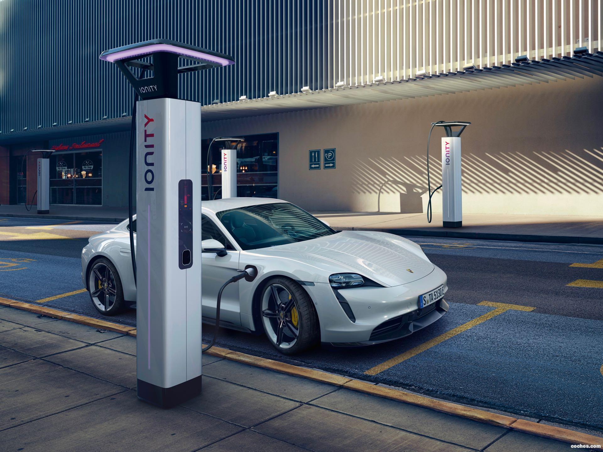 Foto 12 de Porsche Taycan Turbo S 2019