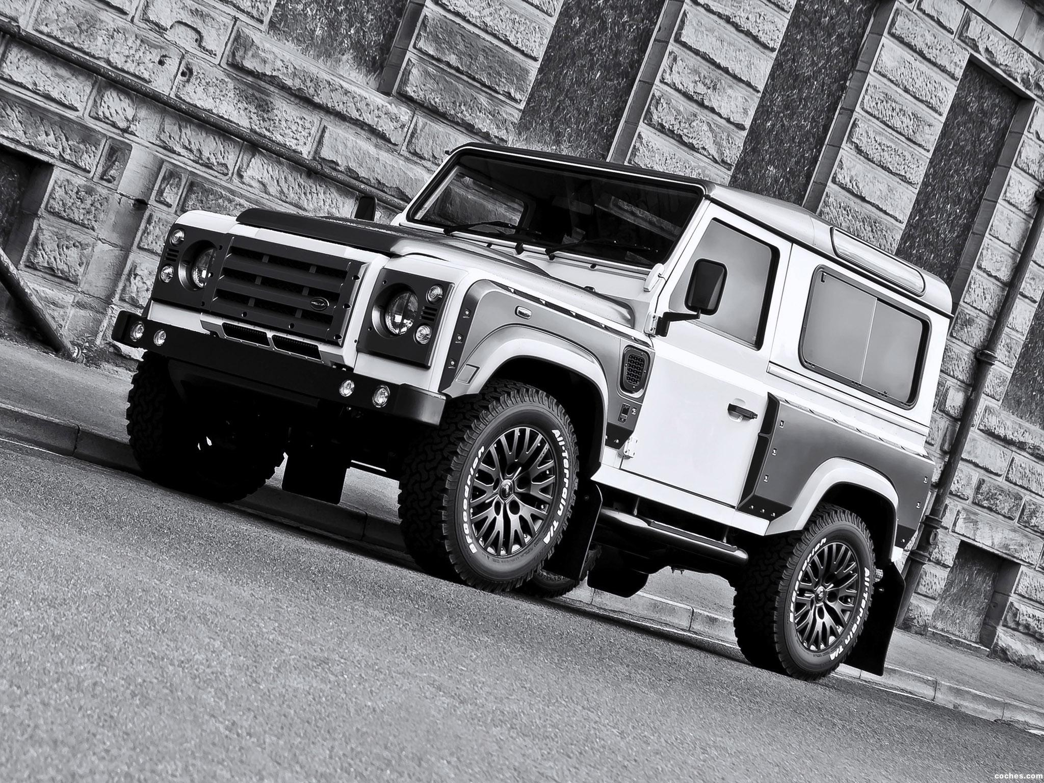 Foto 0 de Project Kahn Land Rover White And Pearl Grey XX 90 Defender 2013