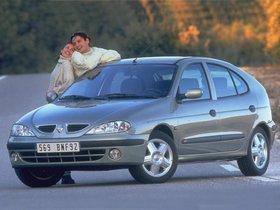 Ver foto 2 de Renault Megane Hatchback 1999