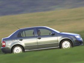 Ver foto 2 de Skoda Fabia Sedan 2005