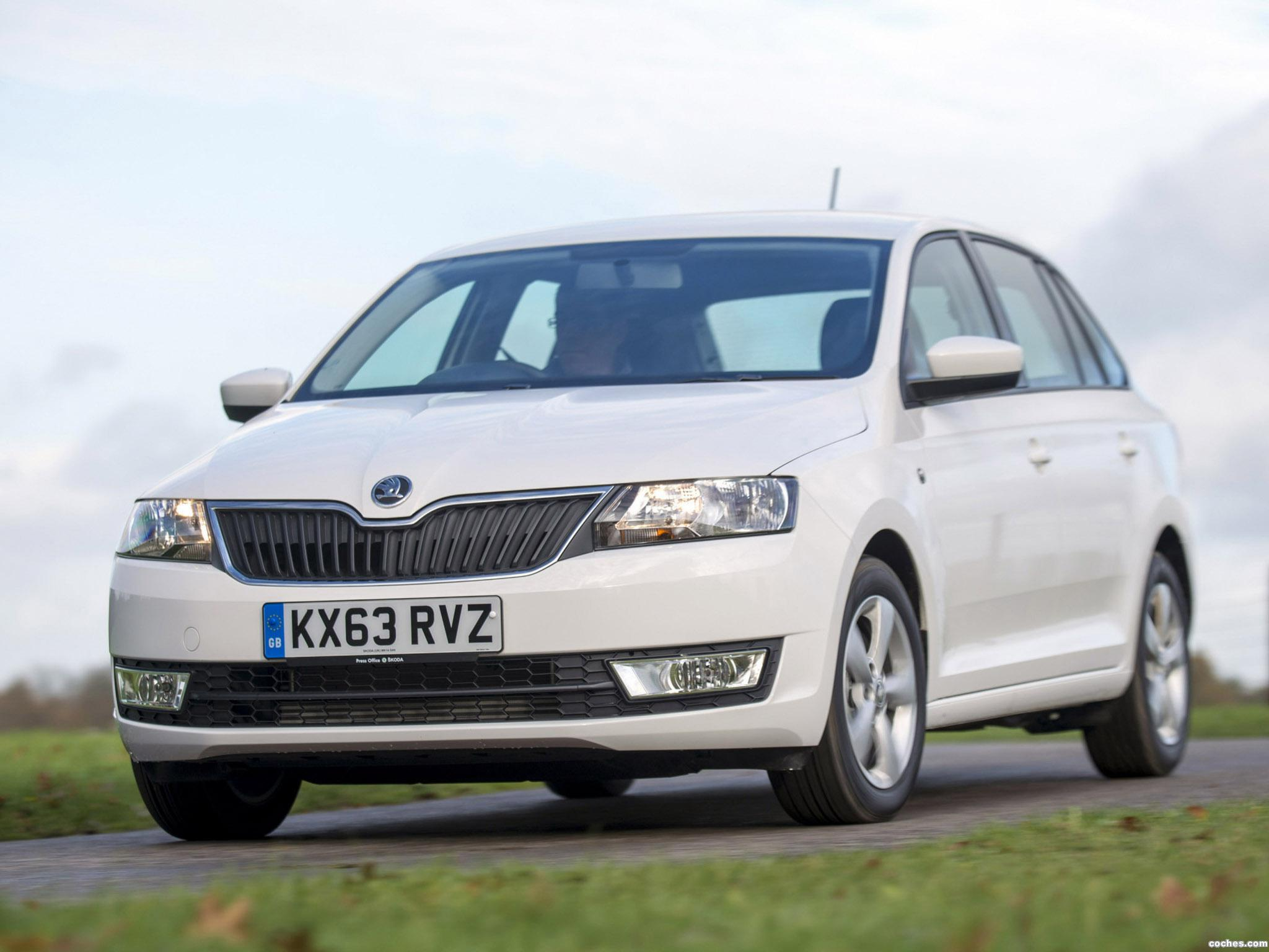 Foto 14 de Skoda Rapid Spaceback UK 2013