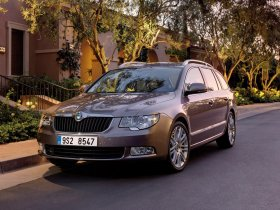 Fotos de Skoda Superb Combi 2009