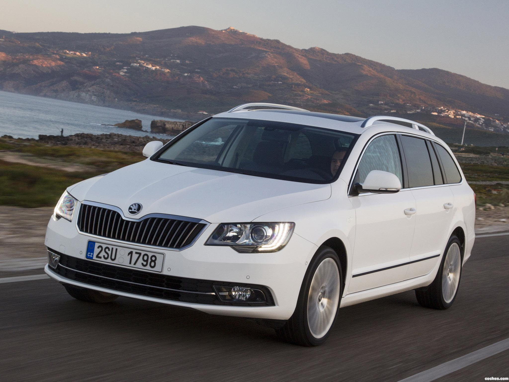 Foto 2 de Skoda Superb Combi Laurin & Klement 2013