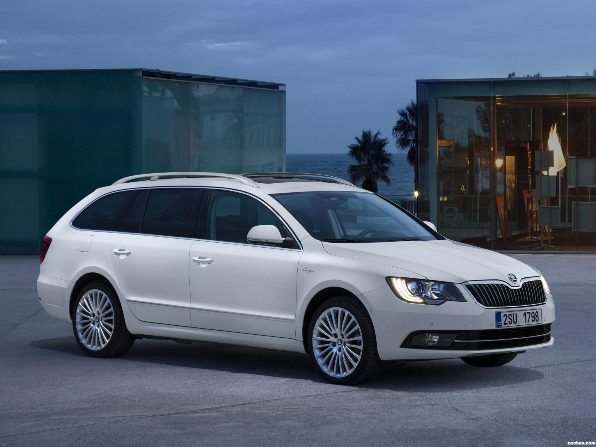 Foto 0 de Skoda Superb Combi Laurin & Klement 2013