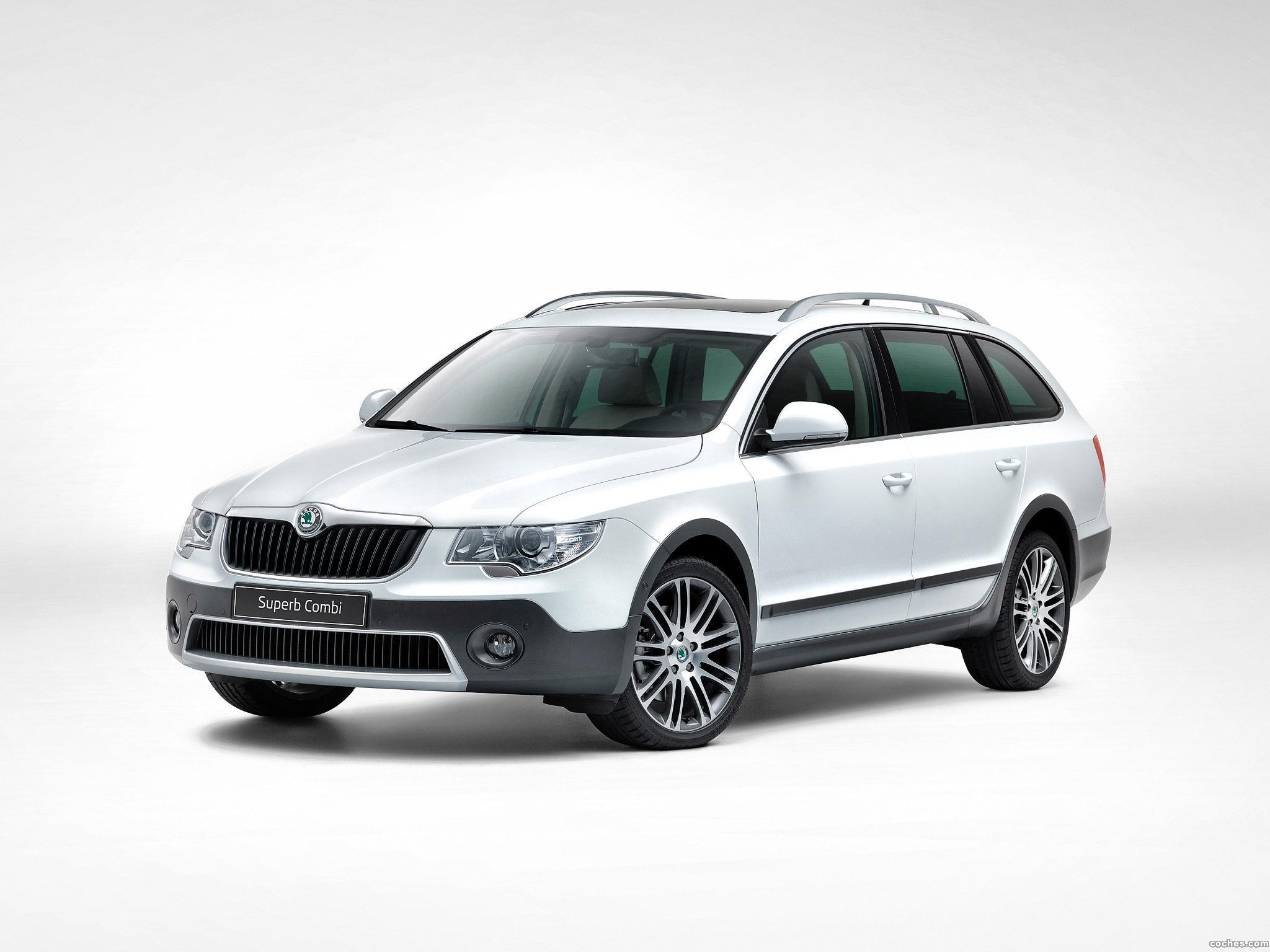 Foto 0 de Skoda Superb Combi Outdoor 2012
