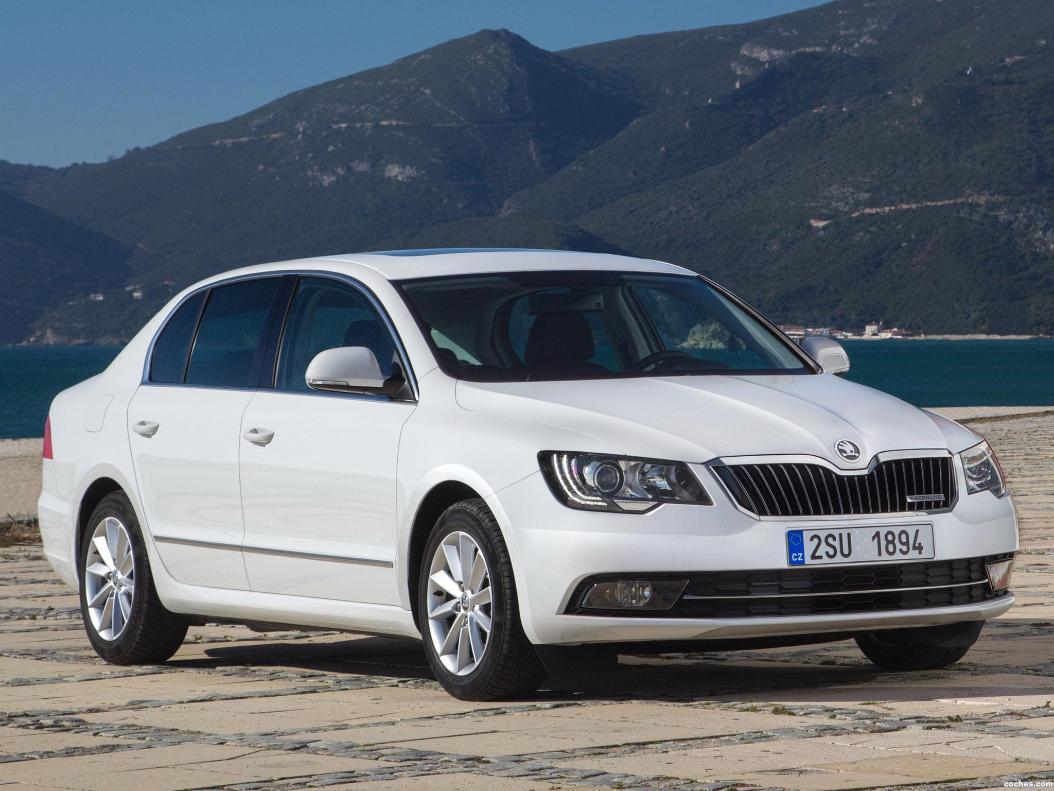 Foto 0 de Skoda Superb GreenLine 2014