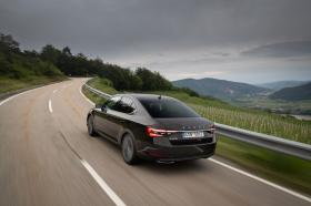 Ver foto 25 de Skoda Superb Laurin & Klement 2019