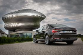 Ver foto 26 de Skoda Superb Laurin & Klement 2019