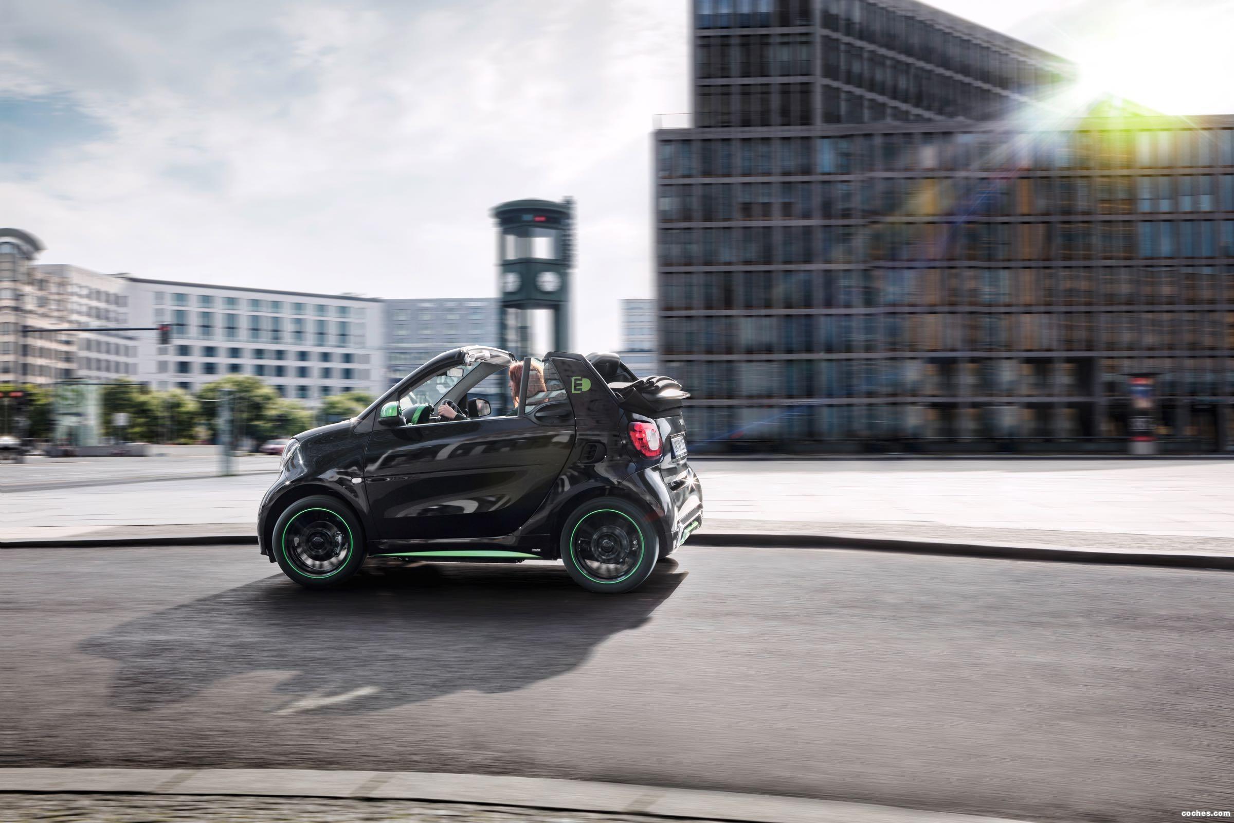 Foto 40 de Smart fortwo cabrio electric drive 2017