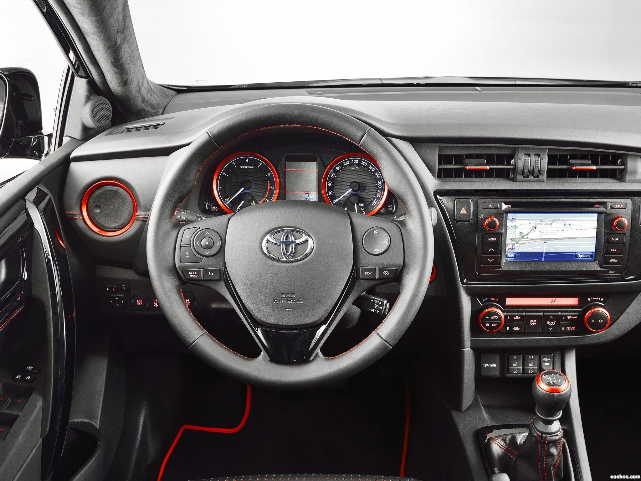 Foto 2 de Toyota Auris Touring Sports Black  2013