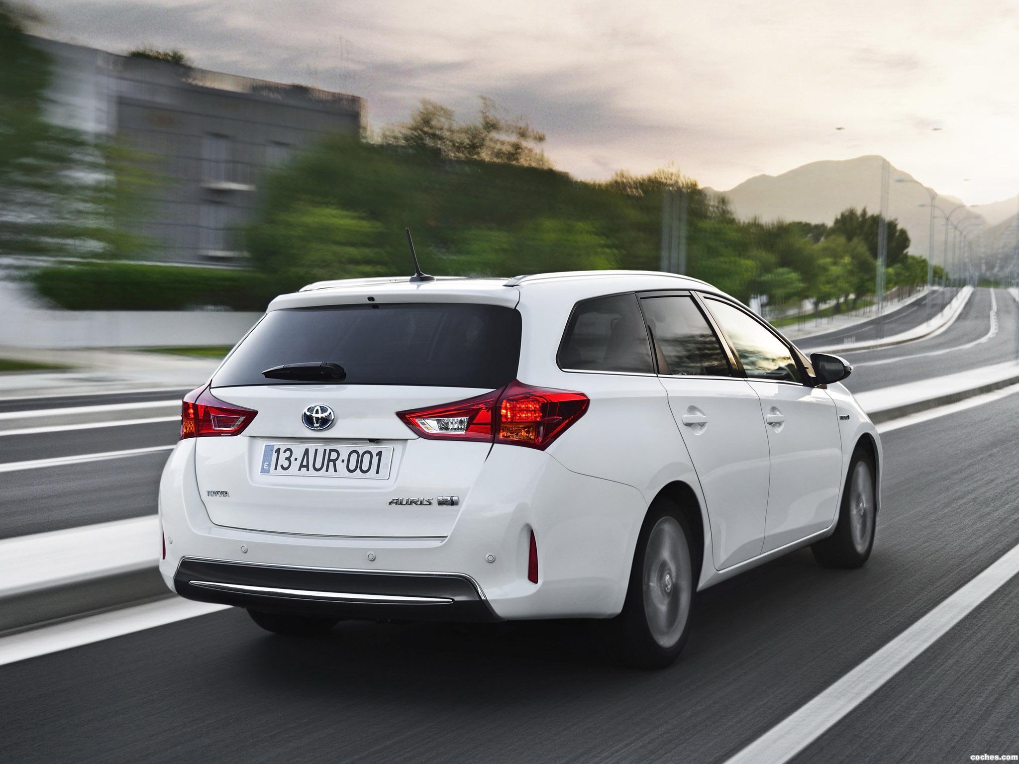 Foto 2 de Toyota Auris Touring Sports Hybrid 2013
