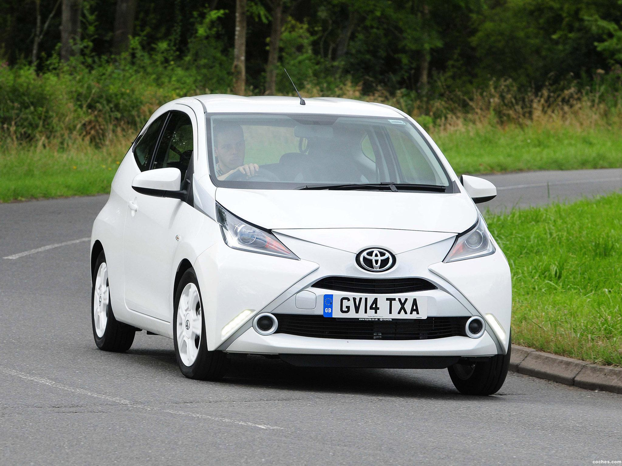 Foto 0 de Toyota Aygo 3 door UK 2014