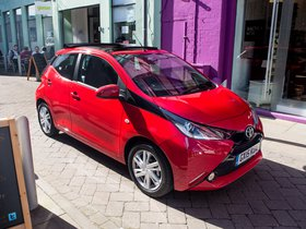 Fotos de Toyota Aygo X-Wave 5 puertas UK 2015