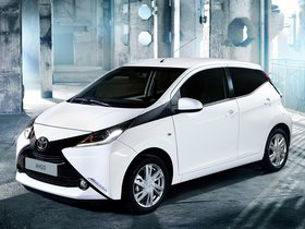 Ver foto 3 de Toyota Aygo x-play 5 puertas 2014
