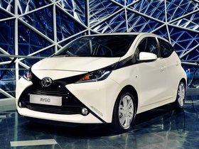 Ver foto 2 de Toyota Aygo x-play 5 puertas 2014