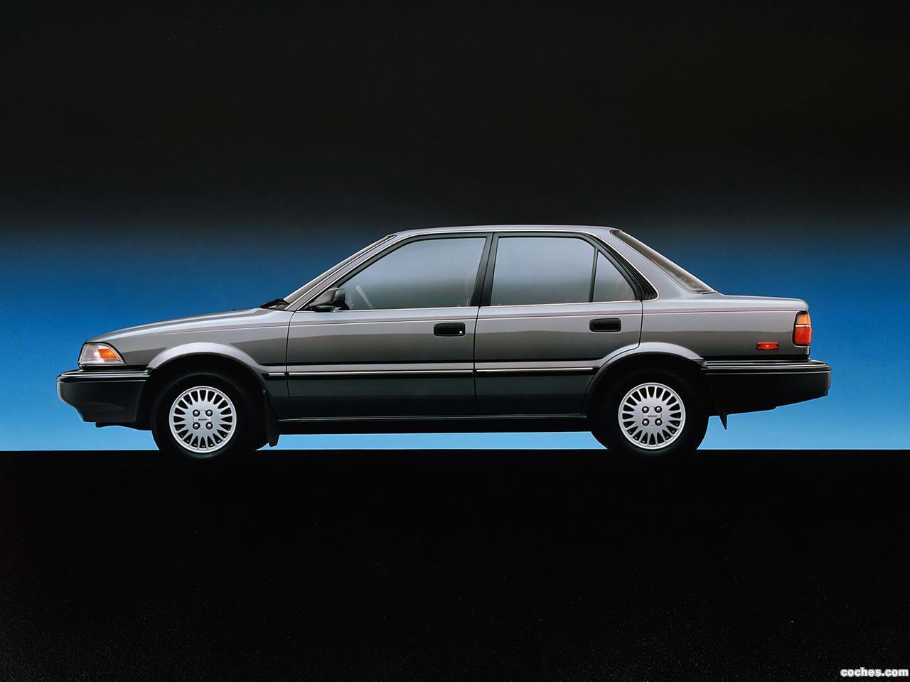 Foto 1 de Toyota Corolla Sedan Deluxe USA 1987