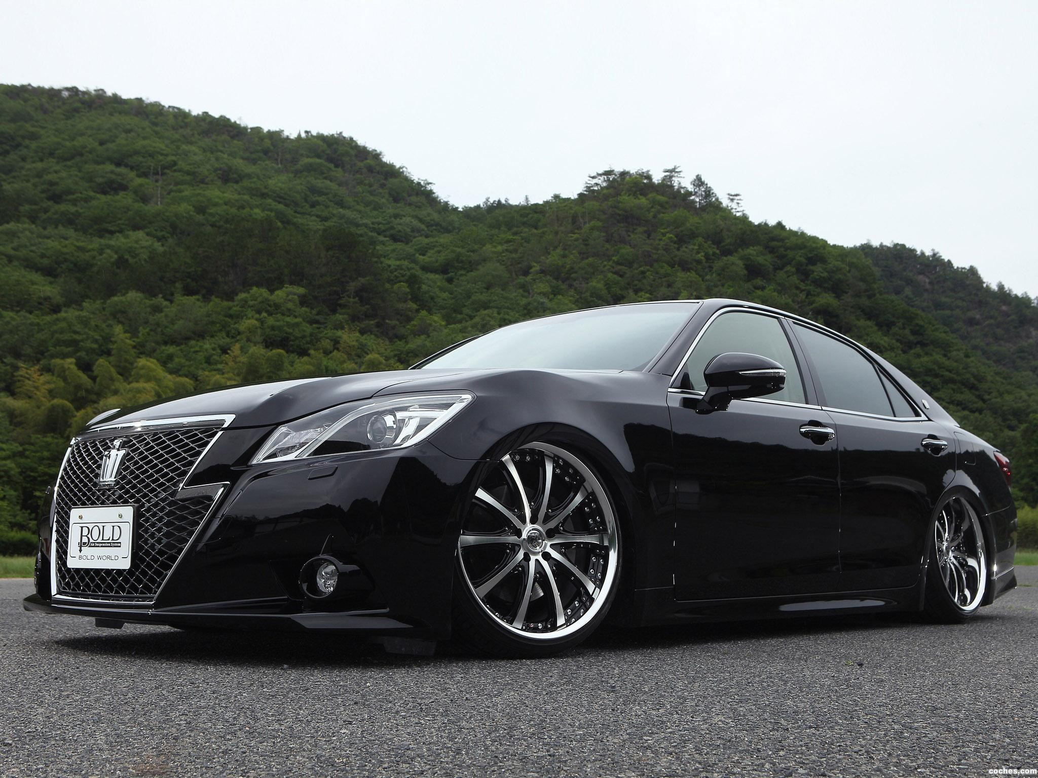 Foto 1 de Toyota Crown Athlete Bold World S210 2013