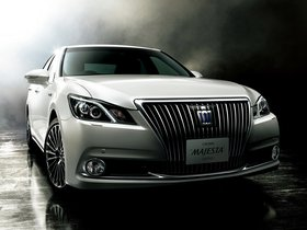 Fotos de Toyota Crown Majesta S210 2013