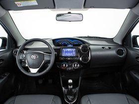 Ver foto 13 de Toyota Etios Platinum Hatchback 2014