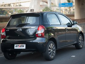 Ver foto 2 de Toyota Etios Platinum Hatchback 2014