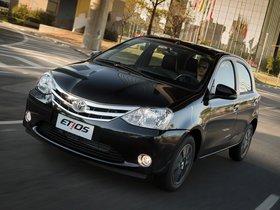 Ver foto 1 de Toyota Etios Platinum Hatchback 2014