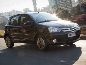 Ver foto 7 de Toyota Etios Platinum Hatchback 2014