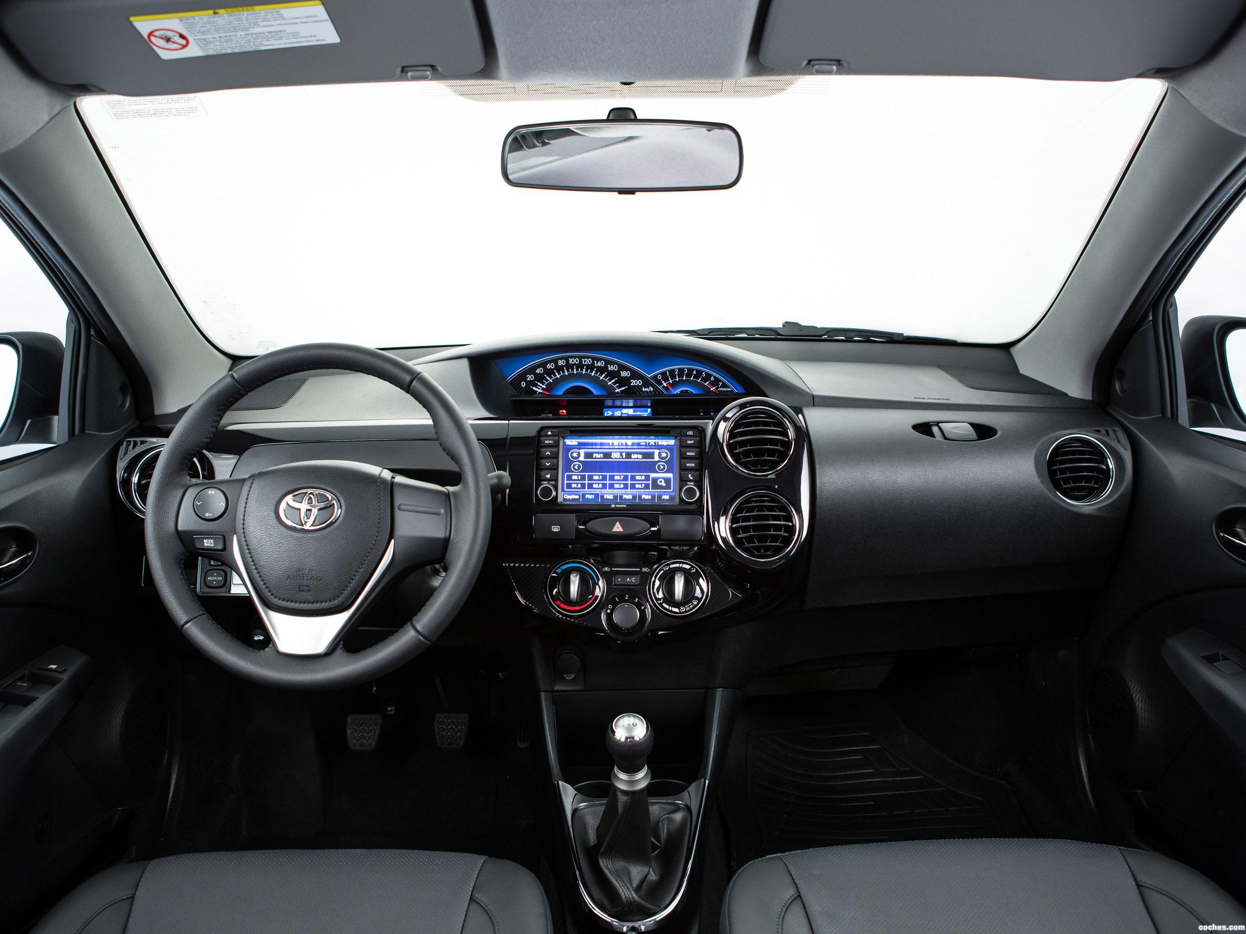 Foto 12 de Toyota Etios Platinum Hatchback 2014
