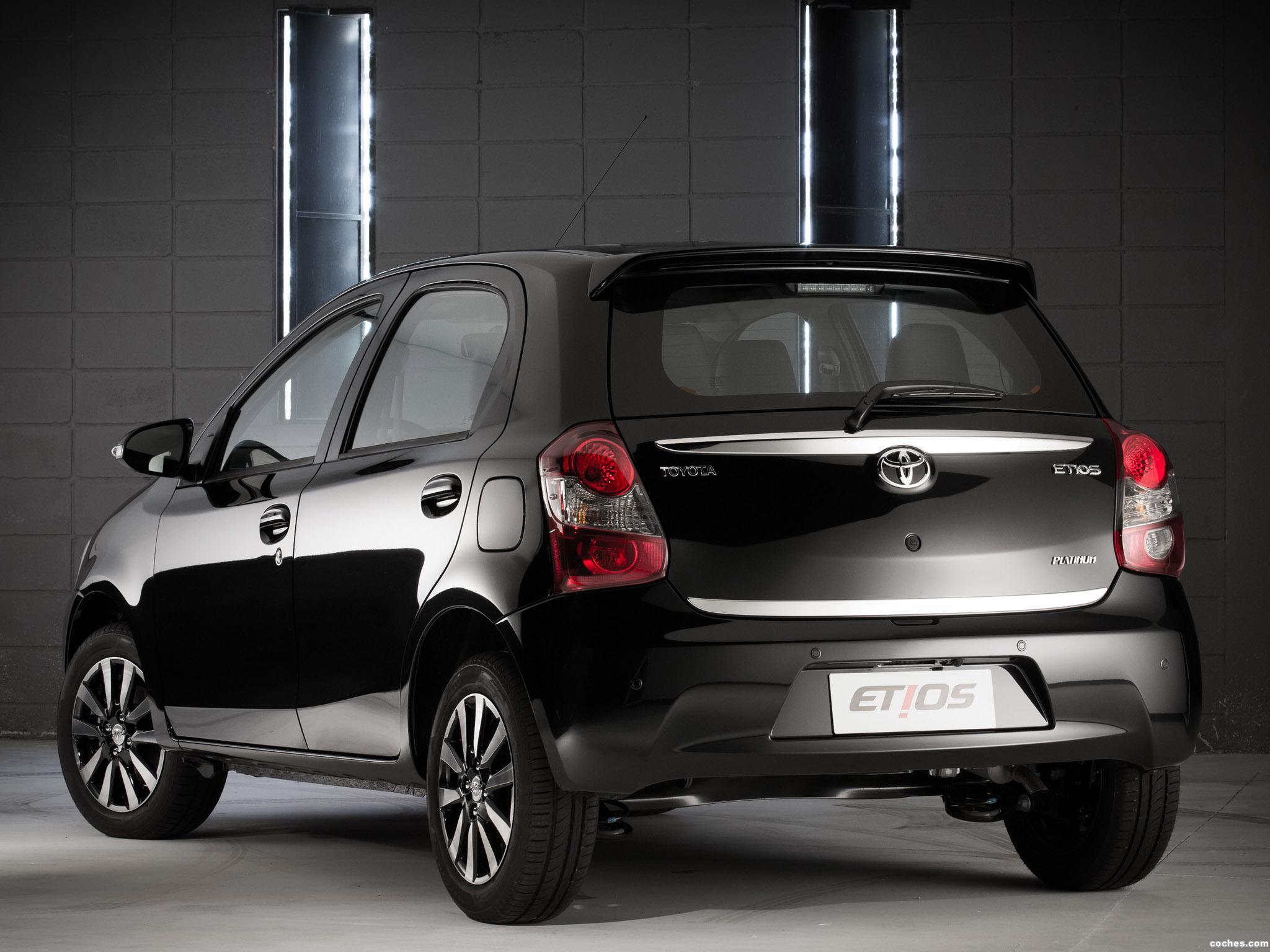 Foto 4 de Toyota Etios Platinum Hatchback 2014